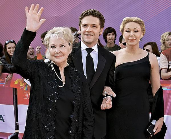 Константин Крюков с родителями